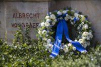 Kranz am von-Graefe-Denkmal